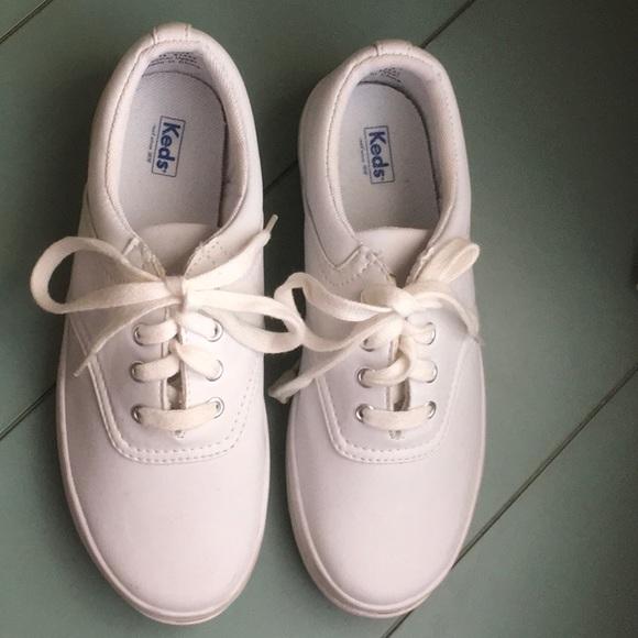 White Leather Sneaker Sz 3w   Poshmark